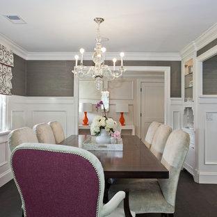 Ispirazione per una sala da pranzo chic chiusa con pareti grigie, parquet scuro, nessun camino e pavimento marrone