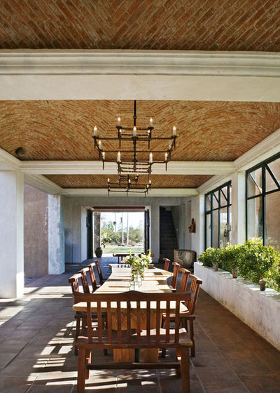 Houzz tour gracious hacienda mansion in mexico for Mexican dining room ideas