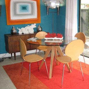Выдающиеся фото от архитекторов и дизайнеров интерьера: столовая в стиле ретро с синими стенами