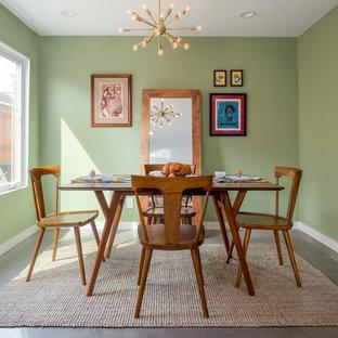 Foto de comedor retro, pequeño, sin chimenea, con paredes verdes, suelo de cemento y suelo gris