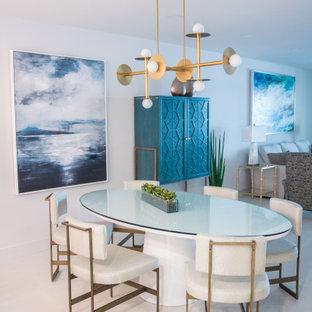 Immagine di una piccola sala da pranzo aperta verso la cucina moderna con pareti bianche, pavimento in vinile e pavimento bianco