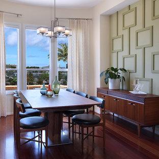 Неиссякаемый источник вдохновения для домашнего уюта: столовая среднего размера в стиле ретро с зелеными стенами и паркетным полом среднего тона