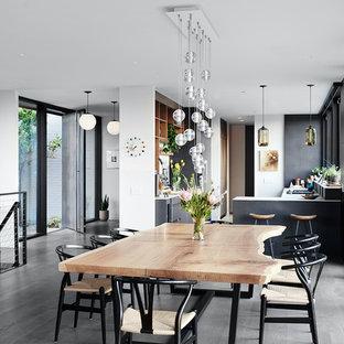 Diseño de comedor retro, abierto, con paredes blancas y suelo gris