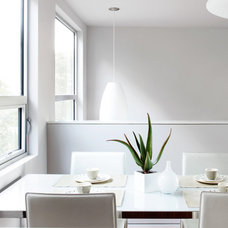 Modern Dining Room by McElroy Architecture, AIA