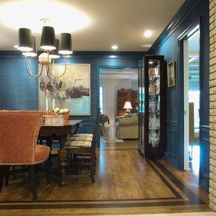 クリーブランドの中サイズのトラディショナルスタイルのおしゃれな独立型ダイニング (青い壁、無垢フローリング、コーナー設置型暖炉、レンガの暖炉まわり、茶色い床) の写真