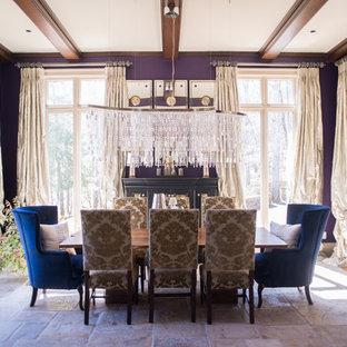 Idée de décoration pour une grand salle à manger ouverte sur la cuisine design avec un mur violet, un sol en travertin et aucune cheminée.