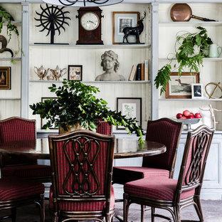 Foto di una grande sala da pranzo eclettica chiusa con pareti beige e moquette