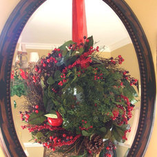Traditional Dining Room Mirrors & Wreaths