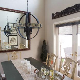 Ispirazione per una piccola sala da pranzo stile shabby chiusa con pareti grigie, pavimento in vinile e nessun camino