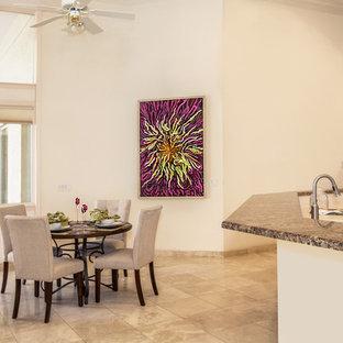 Foto de comedor de cocina actual, extra grande, con paredes beige, suelo de travertino y suelo beige