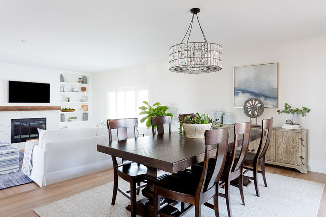 Beach Style Dining Room by Lindsey Brooke Design