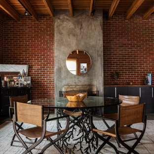 Foto de comedor madera y ladrillo, urbano, abierto y ladrillo, con suelo de cemento, suelo gris y ladrillo