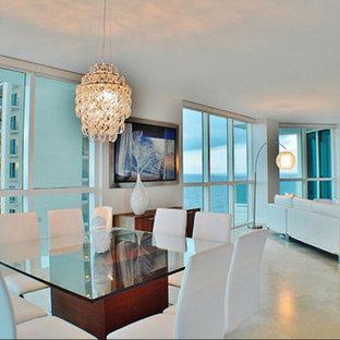 Esempio di una sala da pranzo aperta verso il soggiorno tradizionale di medie dimensioni con pareti bianche, pavimento in gres porcellanato, nessun camino e pavimento beige