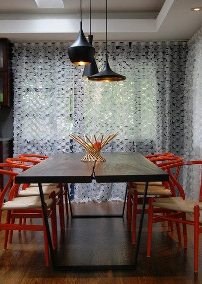 Modern Dining Room by Ashleigh Weatherill Interior Design