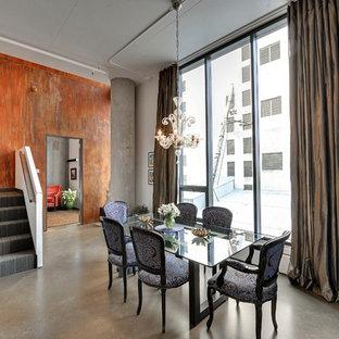 Foto di una sala da pranzo minimalista con pareti arancioni