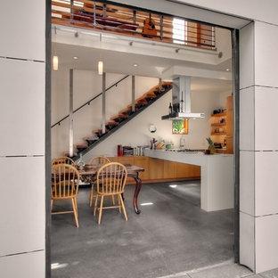 Foto di una sala da pranzo industriale con pavimento in cemento