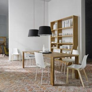 Foto de comedor romántico, de tamaño medio, abierto, con paredes blancas y suelo de ladrillo