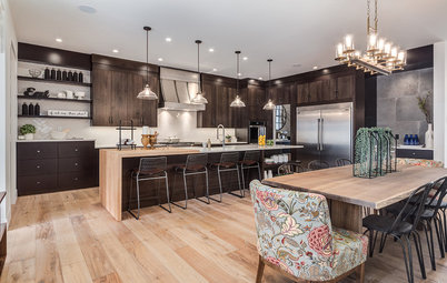 A Kitchen Mixes Dark and Light for a Contemporary, Homey Feel
