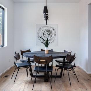 Idéer för en mellanstor lantlig separat matplats, med vita väggar, ljust trägolv och brunt golv