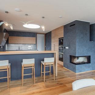 Idéer för ett stort modernt kök med matplats, med vita väggar, mellanmörkt trägolv, en spiselkrans i trä och en dubbelsidig öppen spis