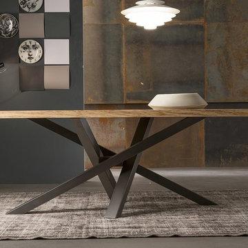 Modern Italian dining tables