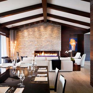 Foto di una sala da pranzo minimalista con cornice del camino in pietra
