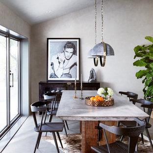 Idéer för en mellanstor klassisk matplats med öppen planlösning, med grå väggar och betonggolv