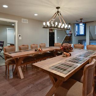 Esempio di una sala da pranzo american style di medie dimensioni e chiusa con pareti grigie, pavimento in bambù, camino classico e cornice del camino in mattoni