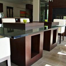 Modern Dining Room by Wm. E. Tyssen Furniture & Millwork Ltd.