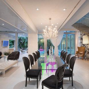 Ispirazione per una sala da pranzo bohémian con pareti bianche, pavimento in cemento e pavimento grigio