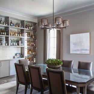 Inspiration för en vintage matplats, med grå väggar och tegelgolv