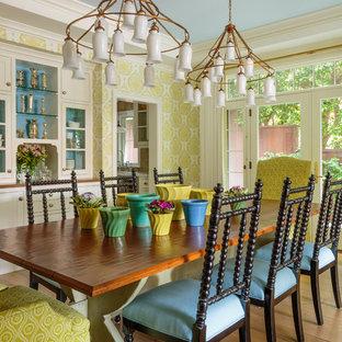 Esempio di una grande sala da pranzo country chiusa con pareti verdi