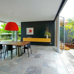Ispirazione per una grande sala da pranzo minimal con pareti nere