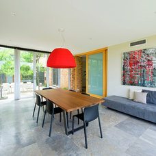 Contemporary Dining Room by Paul Burnham Architect Pty Ltd