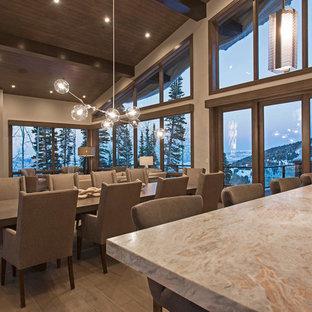 Idéer för mycket stora funkis matplatser med öppen planlösning, med grå väggar, mellanmörkt trägolv, en dubbelsidig öppen spis och en spiselkrans i metall