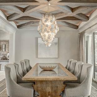 Ejemplo de comedor tradicional renovado con paredes grises, suelo de madera en tonos medios y suelo gris