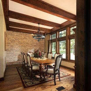 Esszimmer mit braunem Holzboden Dallas Ideen, Design ...
