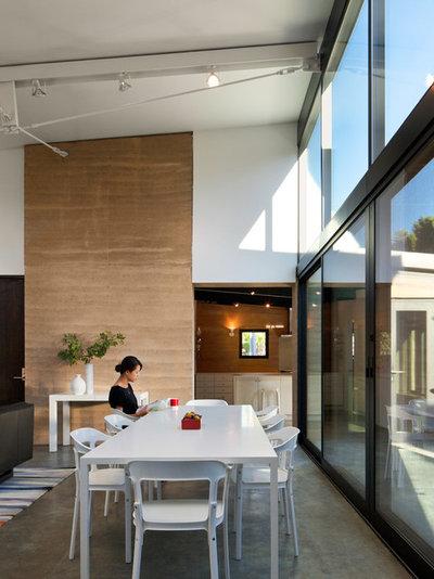 Contemporary Dining Room by Atelier Hsu