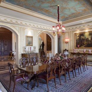 Réalisation d'une très grand salle à manger victorienne avec un sol en marbre, aucune cheminée, un mur blanc et un sol gris.