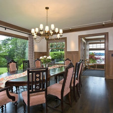 Craftsman Dining Room by Seattle Staged to Sell and Design LLC