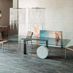 Foto di una grande sala da pranzo aperta verso il soggiorno industriale con pareti con effetto metallico, parquet scuro e pavimento grigio