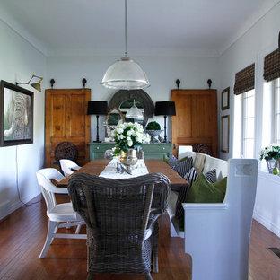 Ejemplo de comedor ecléctico con paredes grises y suelo de madera oscura