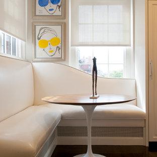 Imagen de comedor actual con paredes beige y suelo de madera oscura