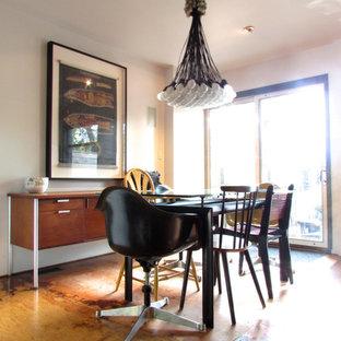 Foto di una sala da pranzo shabby-chic style con pavimento in compensato