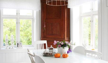 Lyft vita och neutrala rum med textur och färgaccenter