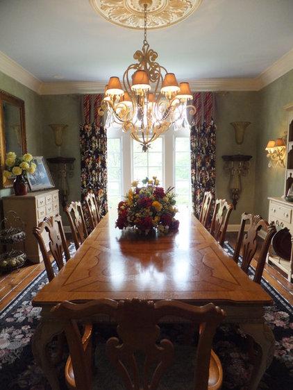 Traditional Dining Room by Doreen Schweitzer Interiors, Ltd.