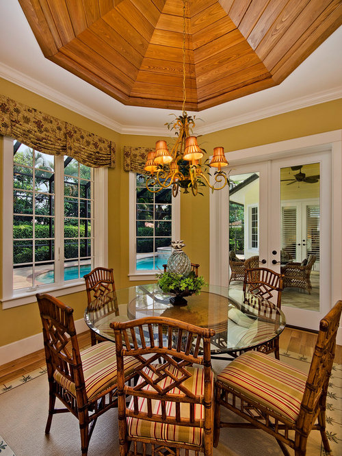 Small tropical dining room design ideas renovations photos for Tropical dining room ideas