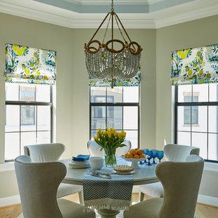 Mittelgroße Klassische Wohnküche mit beiger Wandfarbe in Miami