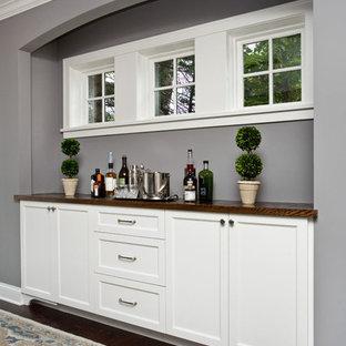 Idéer för ett mellanstort klassiskt kök med matplats, med grå väggar och mörkt trägolv