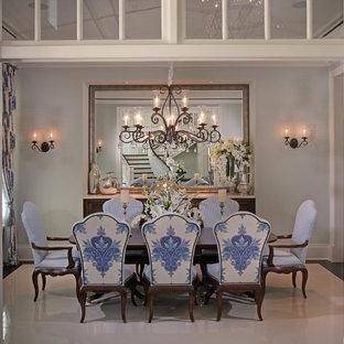 Exempel på en mellanstor exotisk separat matplats, med blå väggar